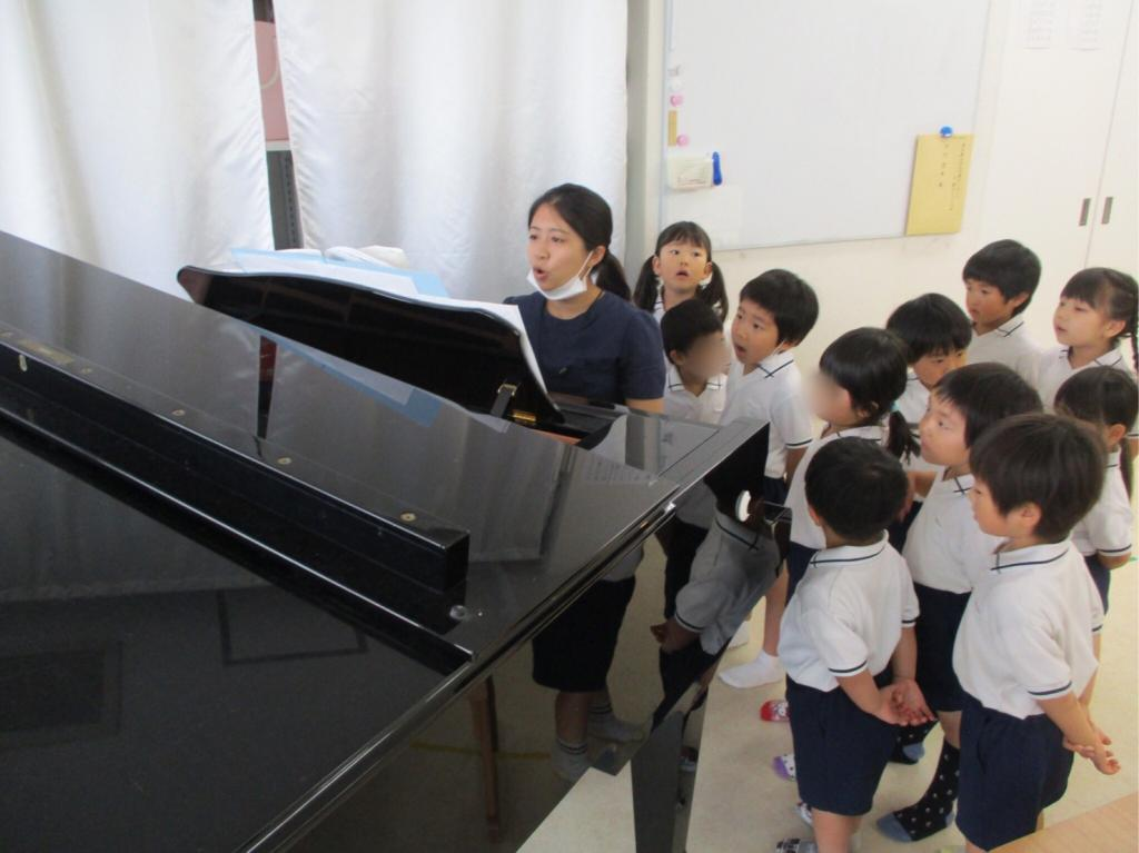 ≪登園にはグランドピアノがあります≫