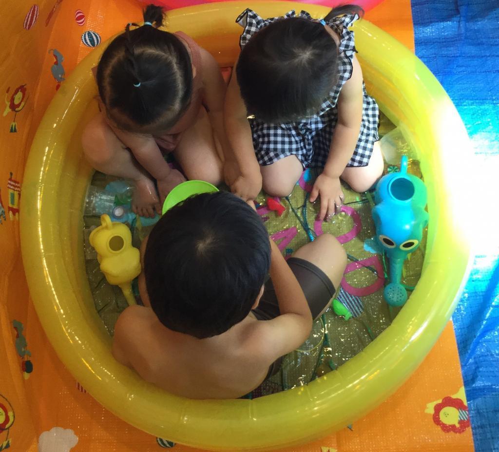 今日も暑いので水遊び日和^^